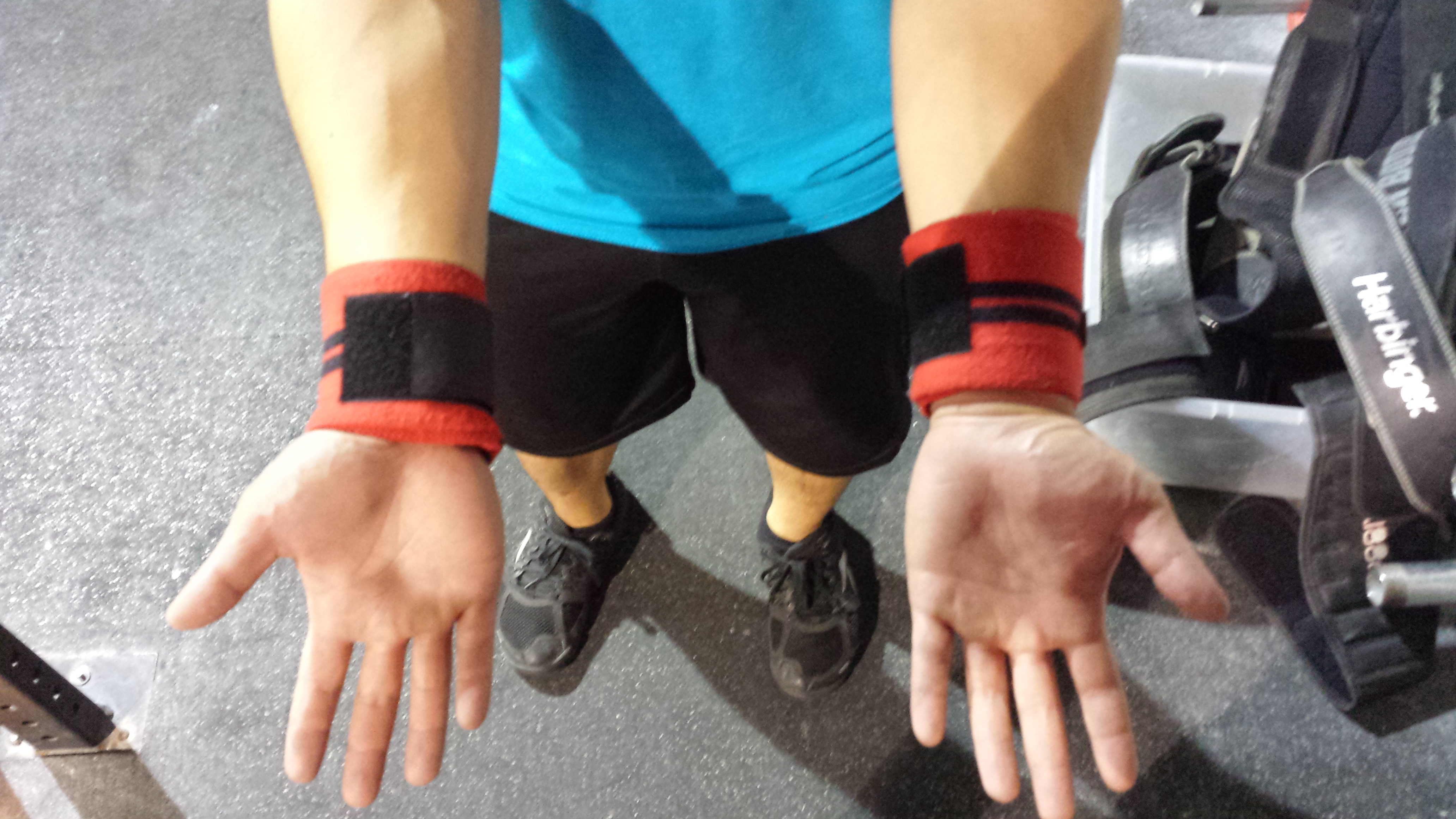 060aa033b6a 5 Tips For Using Wrist Wraps - Invictus Fitness